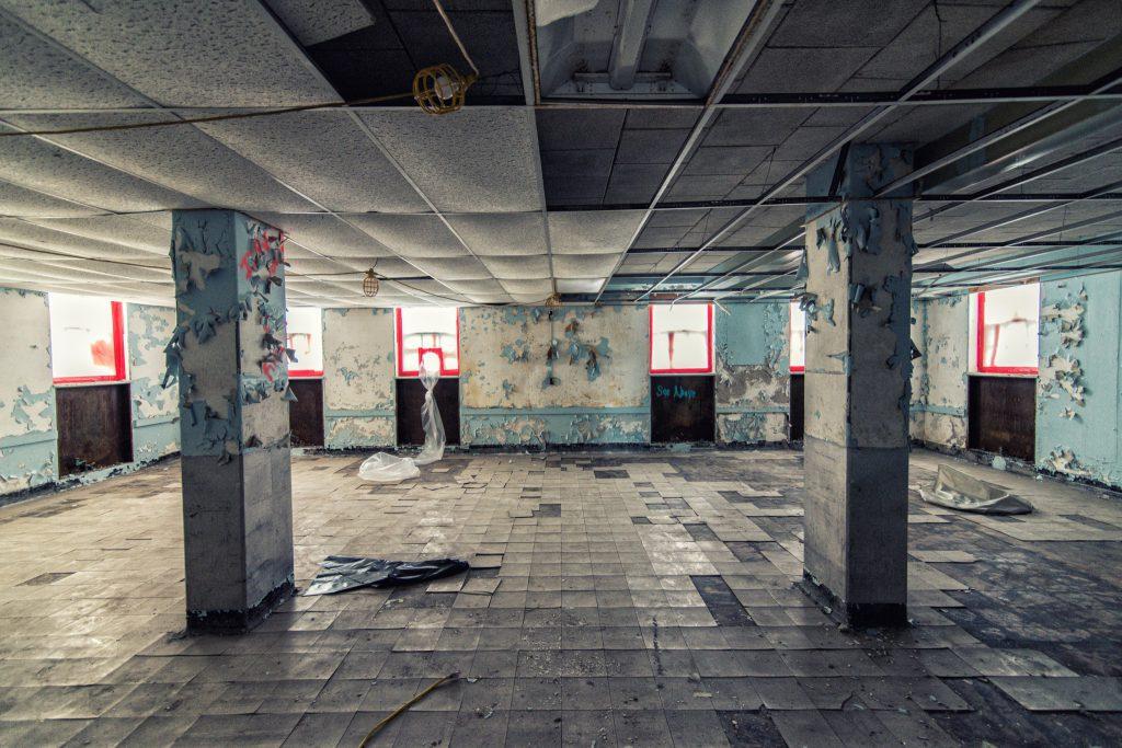 asbestos-abandoned-hospital-istock_99759717_xxxlarge